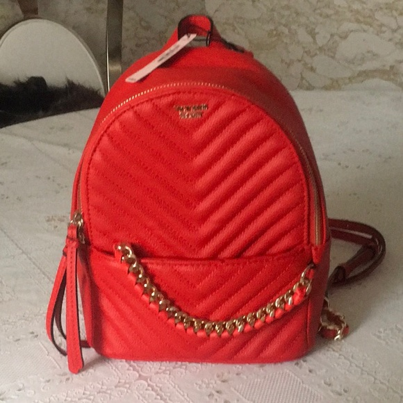 1456f75cc814 VS Pebbled V-Quilt Small City Backpack 🎒